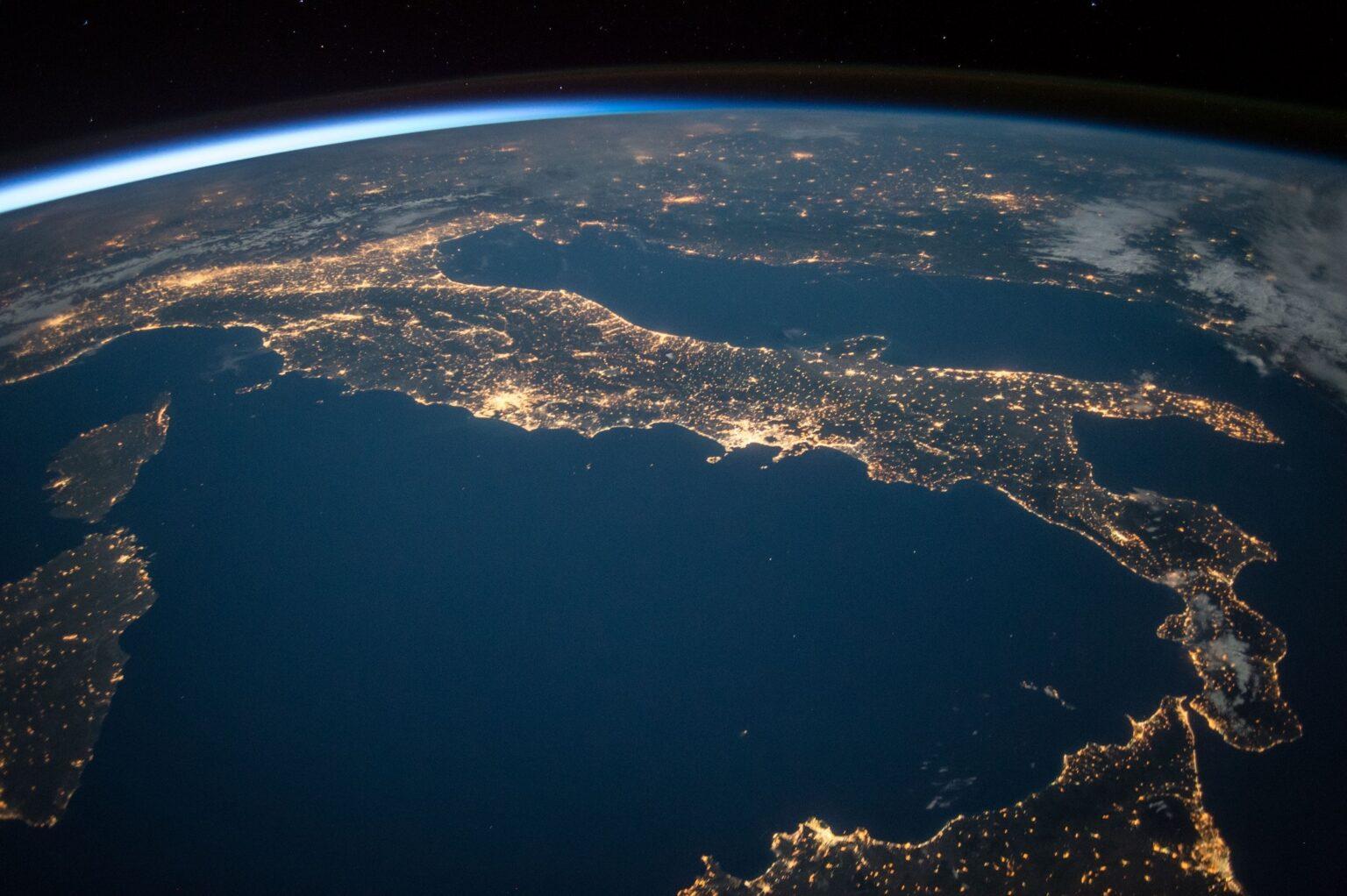 Immagine dell'Italia vista dall'alto. Sezioni Regionali della Società Italiana di Intelligence.